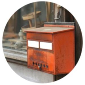 Изображение: старый почтовый ящик.