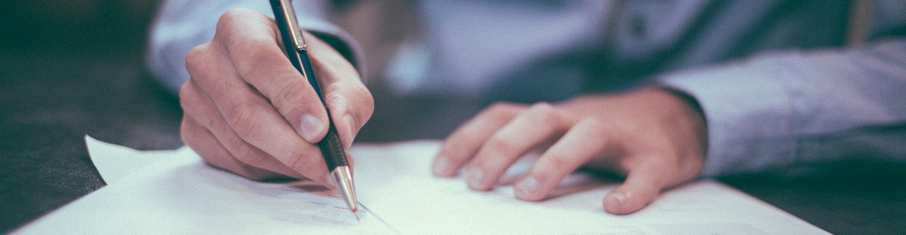 Изображение: ручка и бумага.